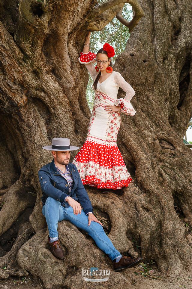 Preboda en la Aldea del Rocío. Pareja vestidos de romeros